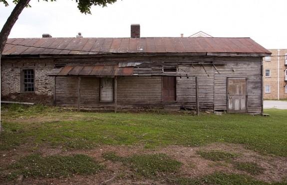 slave-house-1828